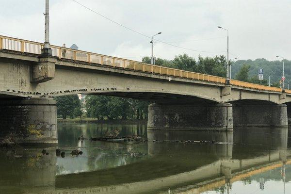 Starý cestný most postavili v Trenčíne pred viac ako 60 rokmi.