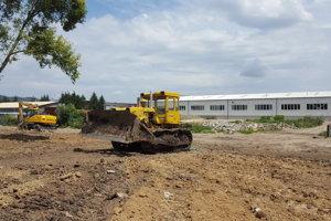 Majiteľ sa mal o odpade dozvedieť až pri úpravách terénu.