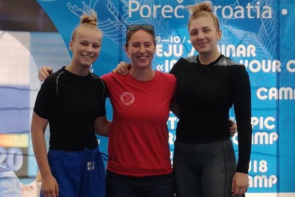 Alexandra Halajová (vľavo) a Alexandra Péterová (v strede).
