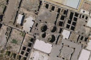 Letecký pohľad na nádrže na solenie rýb v antickom rímskom meste Baelo Claudia pri dnešnom španielskom meste Tarifa. Najväčšia nádrž je tri metre široká a má objem 18 metrov kubických. V týchto nádržiach mohli Rimania okrem tuniakov spracovávať aj veľryby.