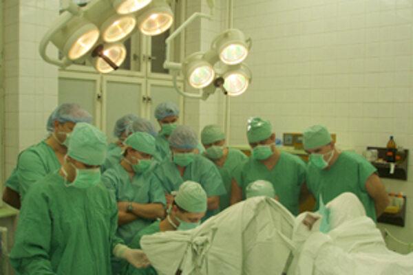 Zástupcovia chirurgov z nášho kraja sa stretli v na chirurgickom oddelení žilinskej nemocnice, aby si vymenili svoje skúsenosti.
