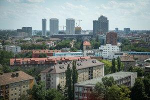 Pohľad na mestskú časť Ružinov z nákupného centra Central.