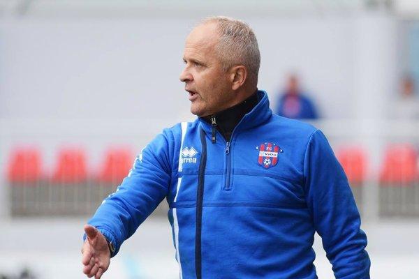 Juraj Jarábek pokračuje na lavičke FC ViOn. Tréneri sa nezmenili, ale mužstvo áno, a to dosť rapídne. Fanúšikovia sú zvedaví, čo to prinesie v majstrovských zápasoch.