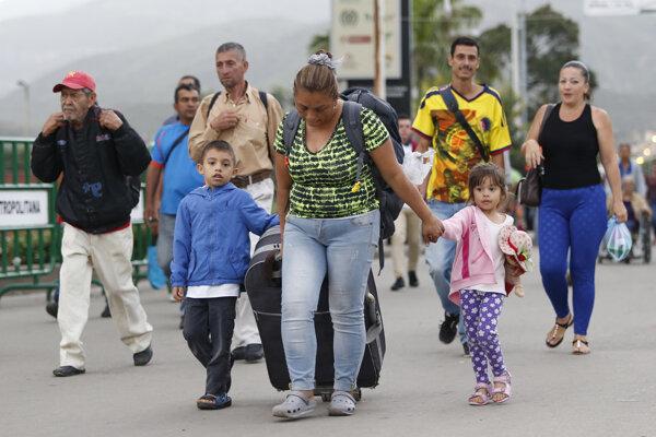 Do Kolumbie prichádza čoraz viac Venezuelčanov.