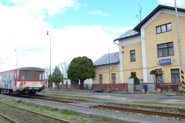 Špeciálne vlaky budú stáť aj v Šahách.