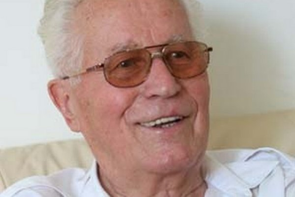 Peter Colotka sa narodil 10. januára 1925 v Sedliackej Dubovej. V roku 1950 ukončil Právnickú fakultu UK v Bratislave, kde bol aj dekanom. Počas Pražskej jari bol podpredsedom vlády. Od roku 1969 bol predsedom vlády SSR, v rokoch 1988 – 1990 pôsob