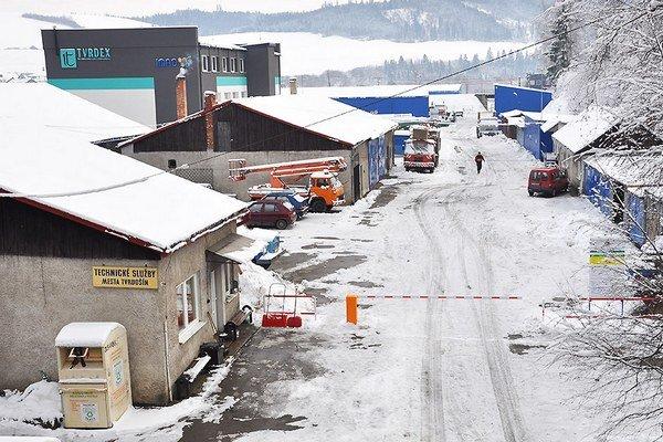 V utorok 13. januára osadili pred vstupom do areálu TS dopravnú značku zákaz vjazdu s dodatkovou tabuľou upravujúcou možnosť vstupu pre vozidlá technických služieb, zásobovania a dovozu odpadu na zberný dvor a rampu.