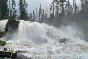 Studenovodské vodopády ako malá Niagara. V Tatrách spadlo za 24 hodín extrémne množstvo zrážok.