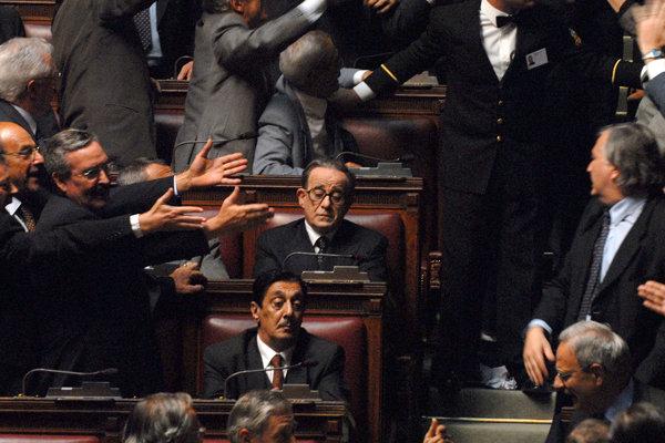 Toni Servillo ako Giuliano Andreotti vo filme Božský.