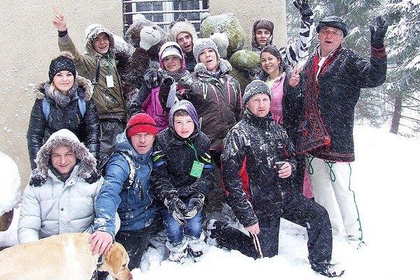Účastníkom nechýbala dobrá nálada napriek nepriaznivému počasiu.