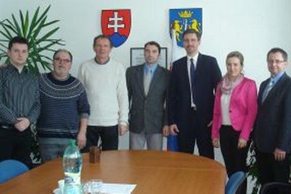 Stretnutie na obecnom úrade v Podbieli.