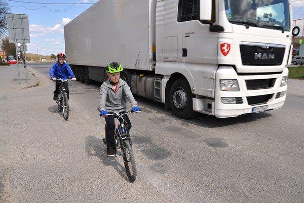 Pri projekte cesty nemysleli na cyklochodník.