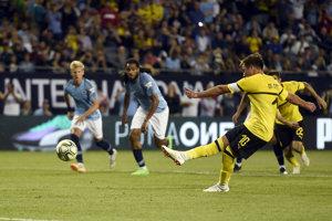 Mario Götze strieľa z pokutového kopu jediný gól zápasu.