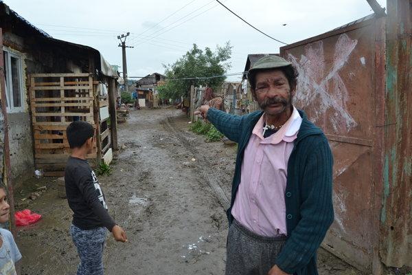 """""""Všetko zobrala voda - domy, autá a celé to bolo zaplavené,"""" povedal 46-ročný Miroslav Giňa."""