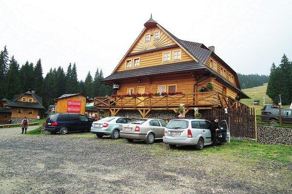 Hostia odchádzajú zo Ski Zábavy vrcholne spokojní so službami a vrcholne nespokojní s príjazdovou cestou.