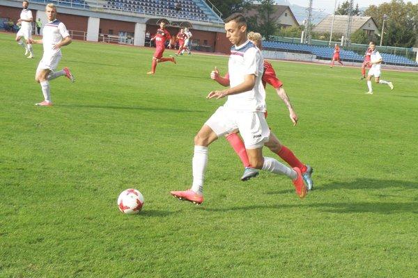 Dubnica (v bielom) začala 2. ligu pod Tatrami.