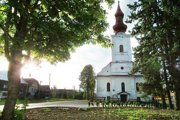 Samospráva skultúrnila priestor pred evanjelickým kostolom.