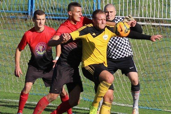 Juraj Gelčinský (v žltom) preukazál proti Žarnovici naplno svoje strelecké schopnosti.