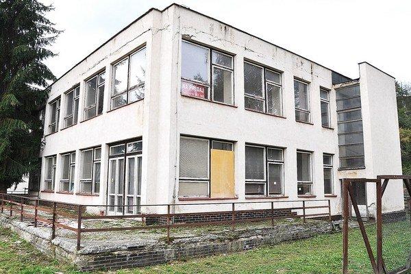 Na Záskalí budova chátra deväť rokov. Mesto ju predáva za 117-tisíc eur.