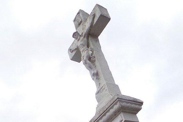 Kríž, symbol smrti i vzkriesenia.