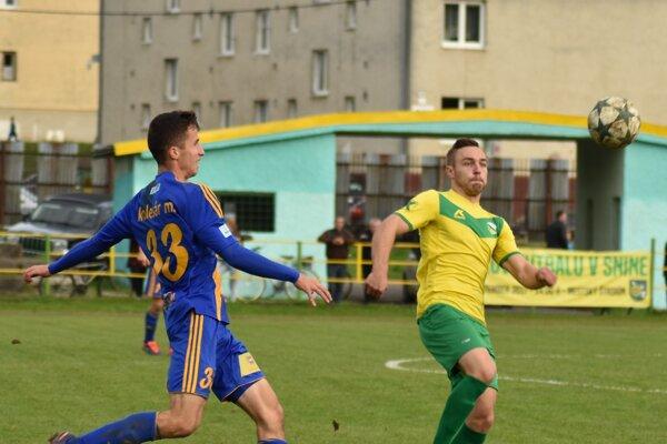 So Sninou sa stále pripravuje strelec Vyshnevskyi (vpravo).