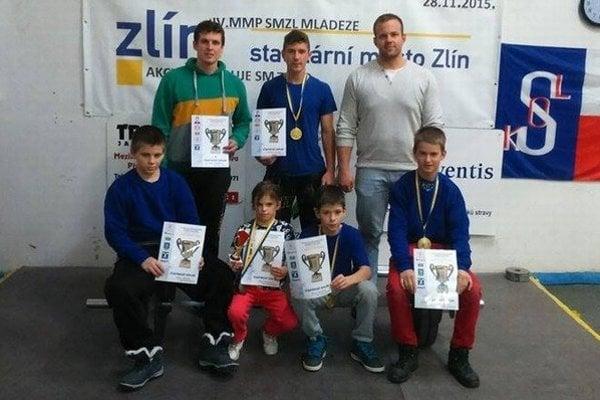 Bobrovské družstvo v Česku žiarilo.