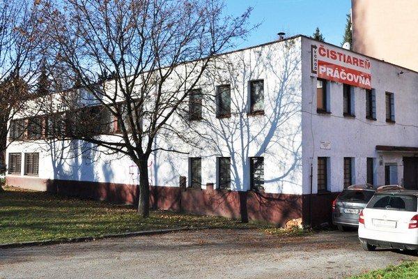 Bývalá výmenníková stanica. Súkromník platí za prenájom tri centy ročne.