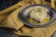 Feta je neodlúčiteľnou súčasťou gréckej kuchyne.
