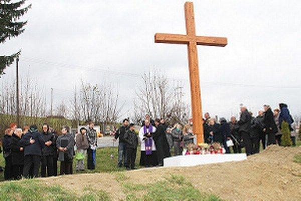Kríž je dielom Párničana Jozefa Bočkaja.