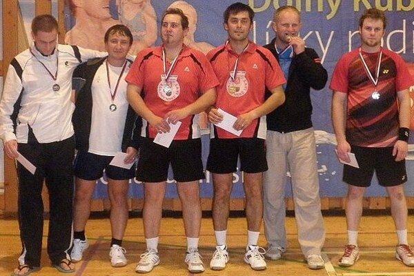 Vo štvorhre mužov zvíťazili Hrčkuľák s Rončákom (v strede).
