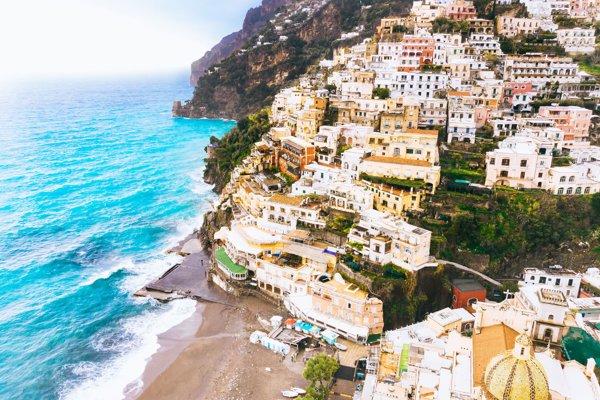 Pobrežie v okolí Amalfi
