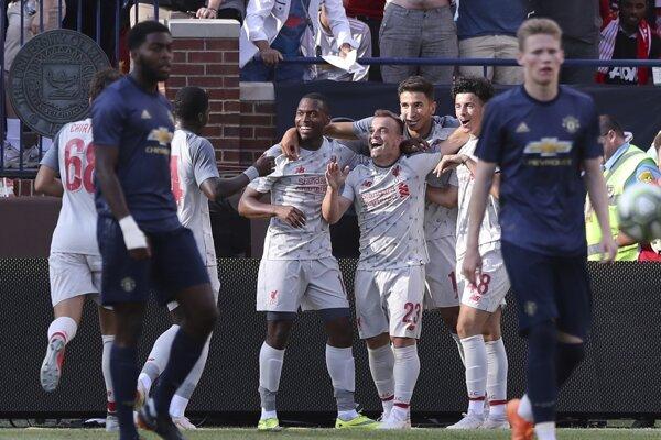 Liverpool oslavuje triumf nad Manchestrom United.