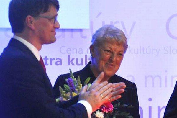 Eva Ľuptáková, riaditeľka Oravskej galérie, a minister kultúry Marek Maďarič.