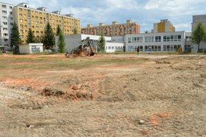 Začiatok výstavby ihriska.