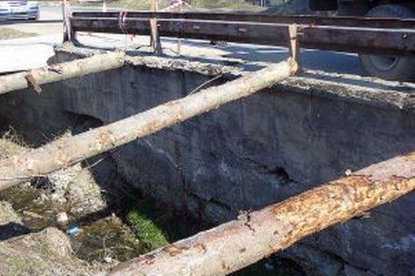 Poškodený múr treba zrekonštruovať čím skôr.