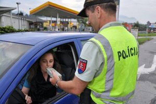 Policajti každý týždeň chytia desiatky vodičov, ktorí jazdia pod vplyvom alkoholu.