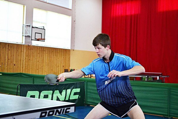 Andrej Kaššay je ako šestnásťročný najvyššie postaveným oravským stolnotenistom v rebríčku.