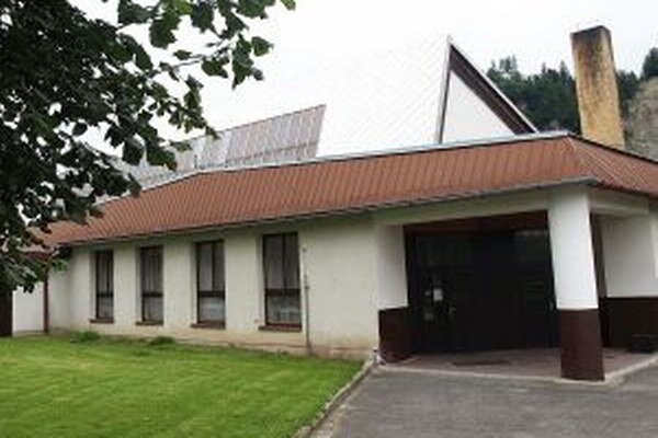 Budova slúži zároveň aj ako kultúrny dom.