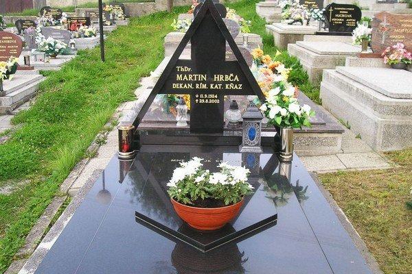 Hrob Martina Hrbča na cintoríne v Brezovici.