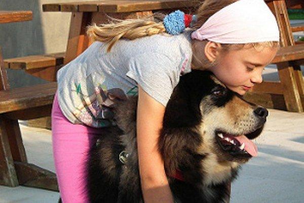 Osemročná Natália veľkého psa zbožňuje, a platí to aj opačne.