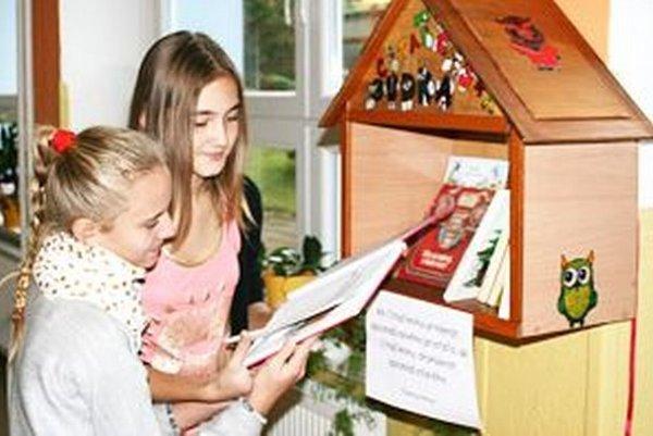 Vidieť deti s knihou v ruke je čoraz vzácnejšie.