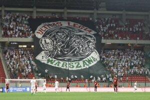 Fanúšikovia Legie Varšava počas zápasu.