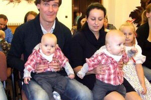 Rodina Sabolová prišla s dvojičkami Jakubkom a Tomáškom.