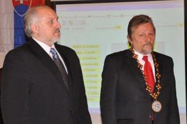 Roman Matejov (vľavo) nahradil pred štyrmi rokmi Ivana Budiaka. Primátorom ostane aj ďalšie obdobie.