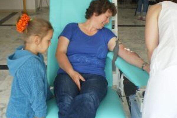 Eva Večerková s neterou. Aj takto vyzerá motivácia budúcich darcov krvi.