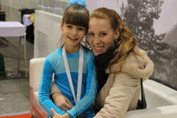 Ema Doboszová s trénerkou.