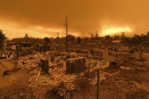 Požiar z domovov vyhnal 38-tisíc ľudí.