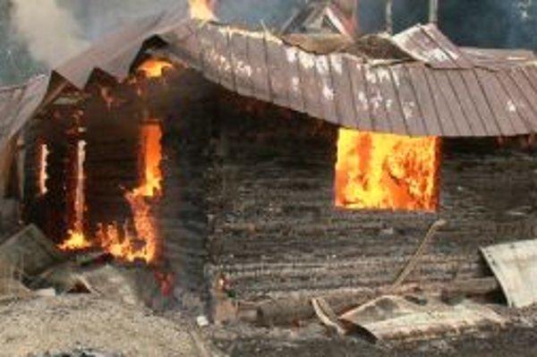 Staré drevenice nemali proti ohňu šancu.