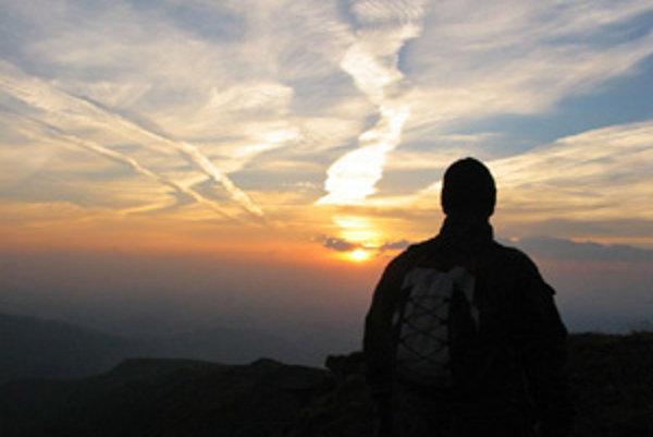 Turisti vyhľadávajú aj nočné výstupy na Babiu horu s cieľom pozorovania východu Slnka.