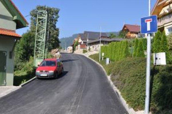 Nový asfaltový povrch potešil nielen vodičiv.